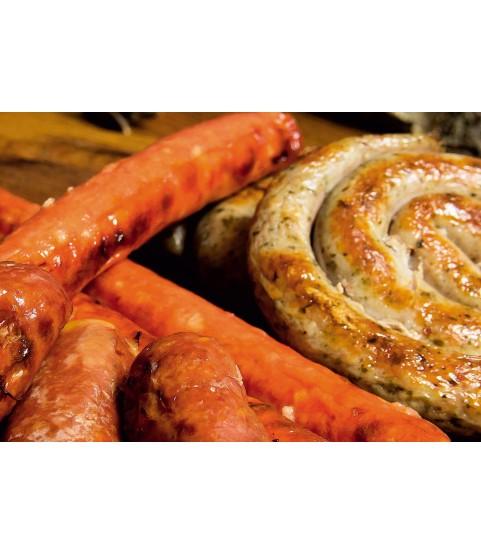 Ассорти из колбасок с гарниром по-эльзасски