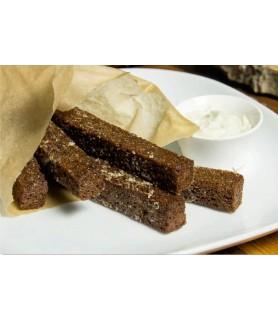 Бородинские гренки с чесноком и соусом блю-чиз