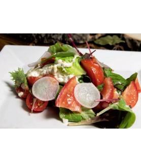 Салат с сыром страчателла и помидорами